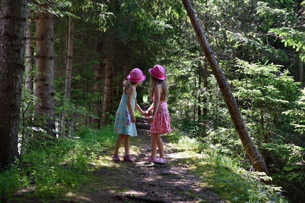 Mädchen im Wald, Pixabay, Petzibear